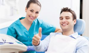 The dentist explains the different alternatives to root canal treatment.